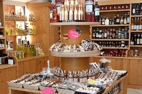 Food shop in Bellagio with bottles of wine, limoncello, oil and spices